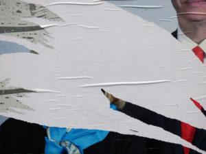 Fransk valgplakat som er revet ned
